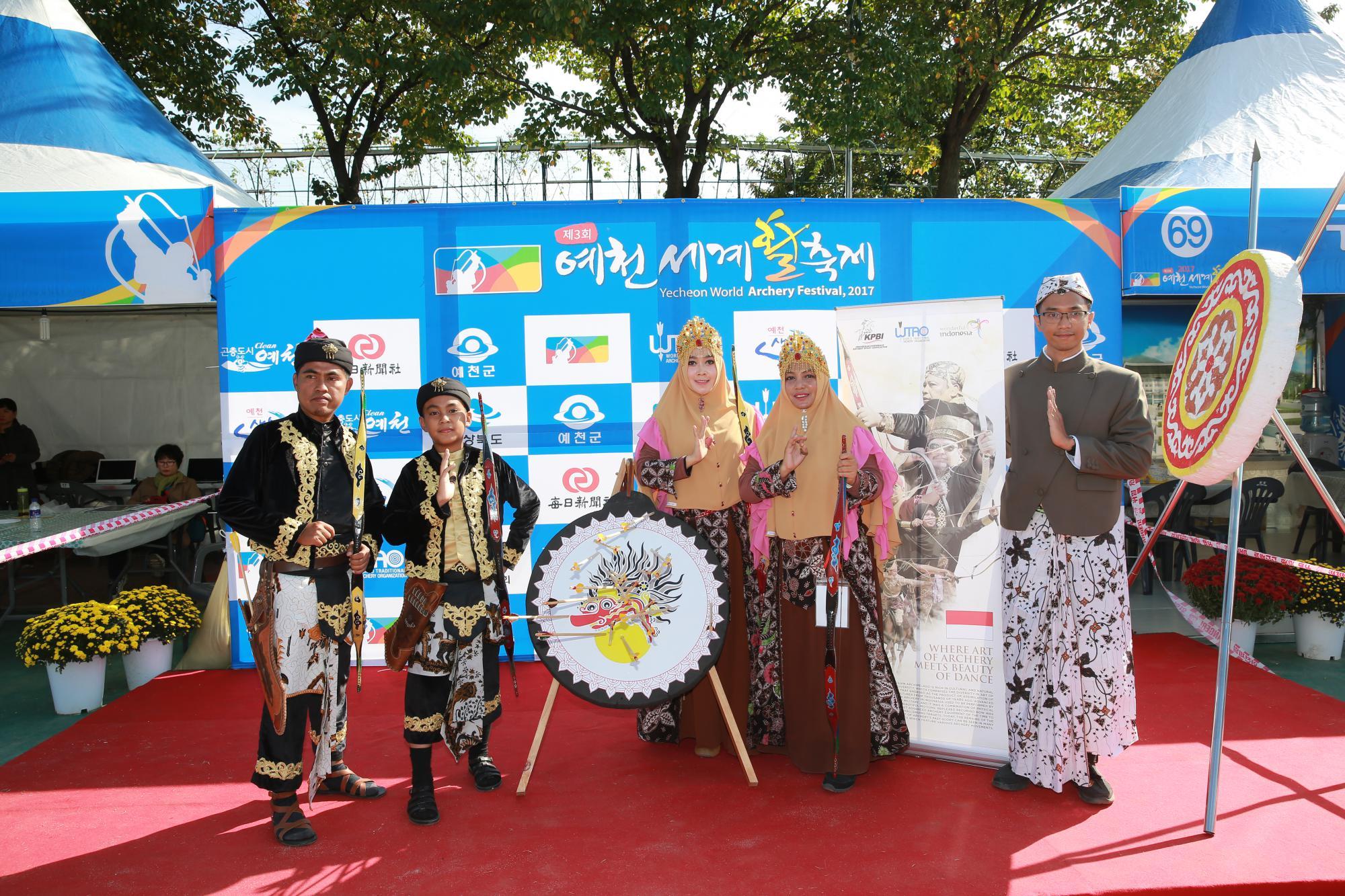 인도네시아 활쏘기 공연